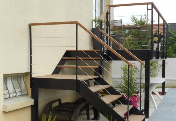 Terrasse et escalier ext rieurs chartres de bretagne for Escalier terrasse exterieur jardin