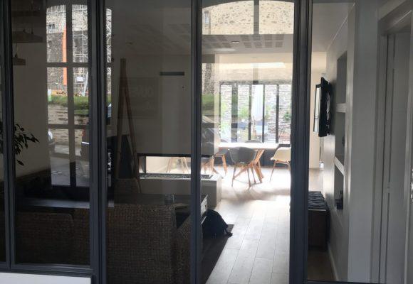 Porte et cloison vitrée – Création d'un sas d'entrée